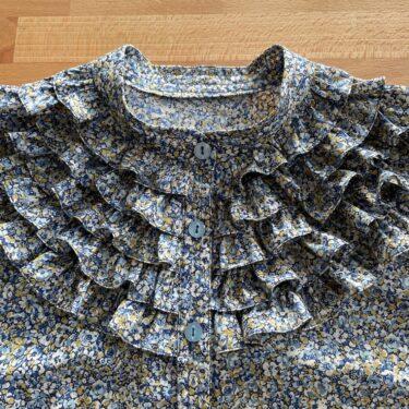 「おしゃれ着を手作りで。」より フリルの半袖ブラウス を縫いました。
